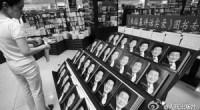 """<p>Desde que llegó a las librerías el pasado 9 de septiembre, el libro de Zhu Rongji no ha cesado de generar debate en los medios de comunicación y de arrasar en las librerías de todo el país. Sus cuatro tomos, que recogen las opiniones del que fue primer ministro de China entre 1998 y 2003, son el cuarto libro más vendido en la versión china de Amazon y el segundo libro más vendido en <a href=""""http://en.wikipedia.org/wiki/Dangdang"""">Dangdang</a>. En ambas páginas webs, que conforman la mayoría del mercado on-line de libros de China, los internautas han dejado opiniones abrumadoramente favorables sobre Zhu Rongji.</p> <p>Varios medios de comunicación chinos se han hecho la misma pregunta: """"¿Por qué nos gusta tanto Zhu Rongji?"""".</p>"""