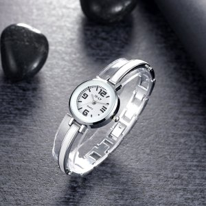 Zegarek    biżuteria biżu jewelry jewel white whity shinytra real Uhr watch montre godzinnik Montre belle gold or Sarthe