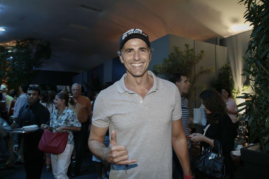 O ator michael keaton aprece no rio open no jockey club for Mobilia eaton