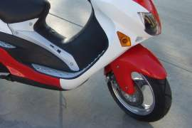 scuter moped