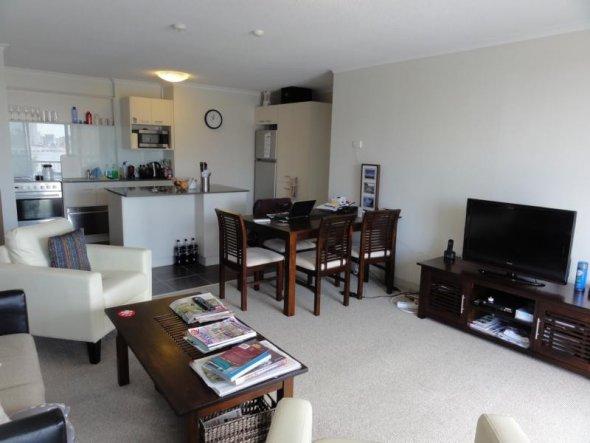 wohnzimmer esszimmer kuche kuche wohnzimmer offen modern kuche und wohnzimmer in einem kleinen. Black Bedroom Furniture Sets. Home Design Ideas