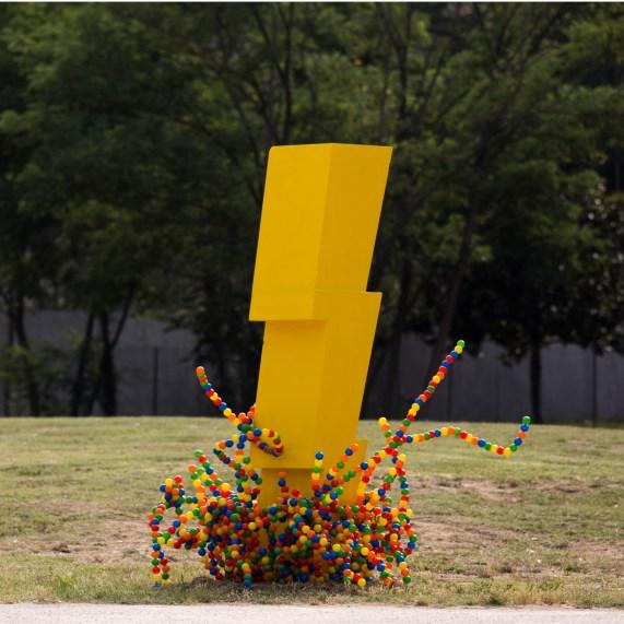 ballighting - scultura in polistirolo e sfere di pvc - 3m x 2mØ