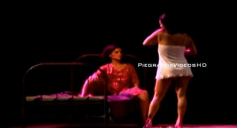 Stephanie Orué y Mónica Sánchez en escenas lésbicas (Video)