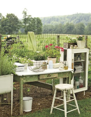 Country-Living-potting-table