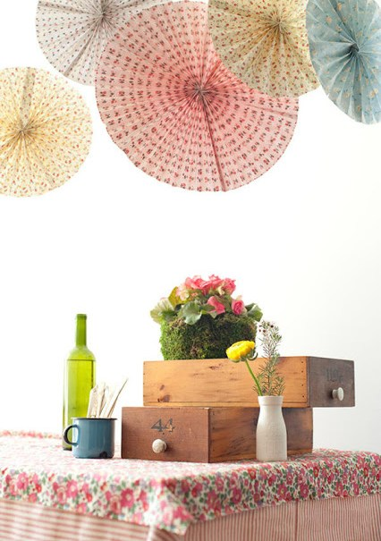 diy-wedding-paper-fans