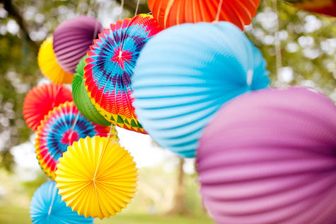 summer-picnic-arrangement-decoration-idea-inspiration-chinese-lantern-open-air-party-wedding-party