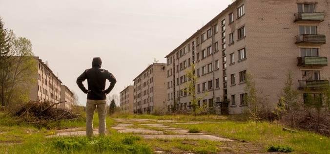 latvia-skrunda-1-abandoned-soviet-secret-town-buildings-featured