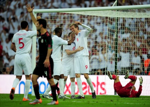 Peter Crouch of England celebrates his goal and England's second with Wayne Rooney, Ledley King and  Rio Ferdinand of England during the International Friendly match between England and Mexico at Wembley Stadium on May 24, 2010 in London, England.