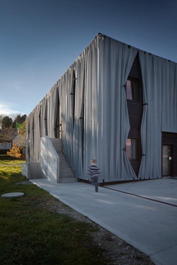 Side Entrance (by Kurt Hörbst)