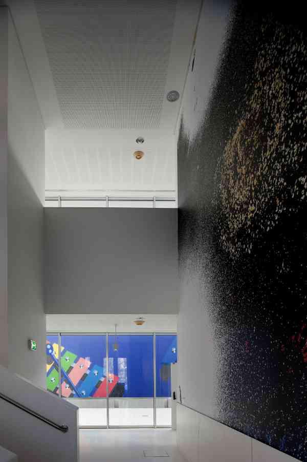 Atrium between floors / Wall Painting- Antonio Moutinho