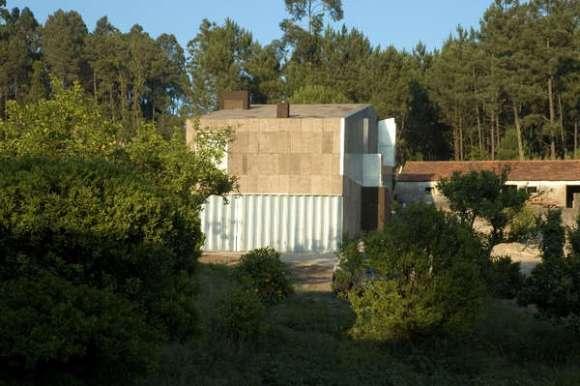 Exterior View (Image Courtesy Ivo Canelas)