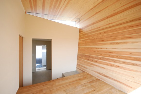 Storage from bedroom (Image Courtesy Mitsutomo Matsunami)