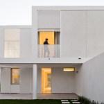 Exterior View (Images Courtesy FG + SG – Fotografia de Arquitectura)