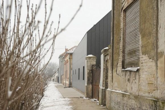 Side View (Images Courtesy Vladimir Sretenović)