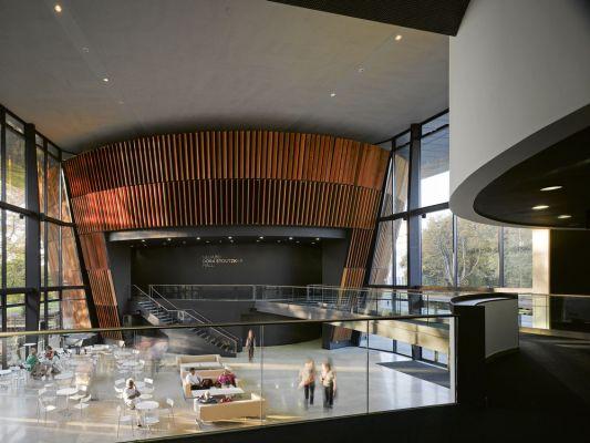 Foyer (c Nick Guttridge)
