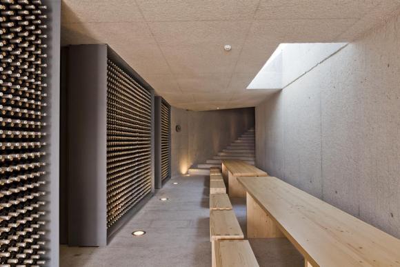 Reception area (Image Courtesy Alberto Plácido 2010)