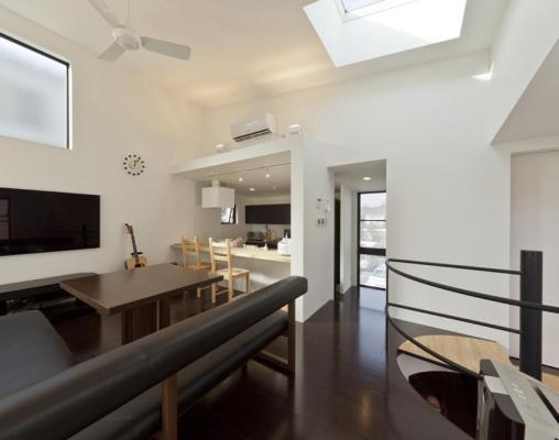 Upper floor living dining kitchen area. photo © atelier flor