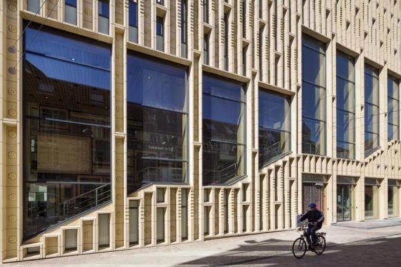 View facade, Image Courtesy scagliolabrakkee / © Neutelings Riedijk Architects