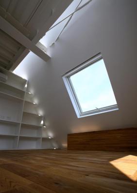 Top floor bed room area, Image Courtesy © Shinsuke Kera / Urban Arts