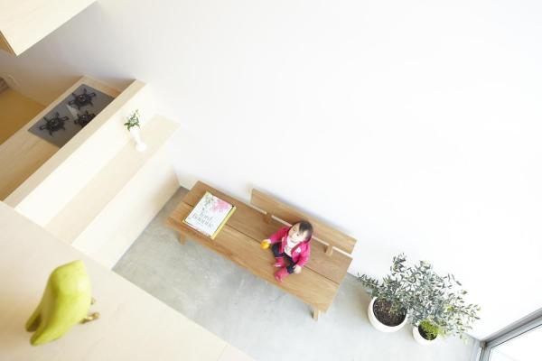 Looking down terrace from bed room 2.,Image Courtesy © Fumihiko Ikemoto