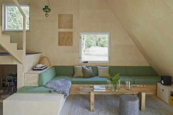 Living room. All furniture is built on site in the puzzle plywood, Image Courtesy © Åke E:son Lindman