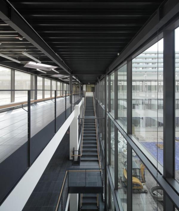 The north-south main route links the two entrance levels of the IC-building, Image Courtesy © Hans-Jürgen Landes