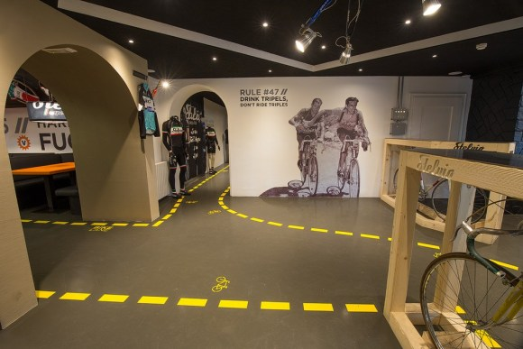 The passage to the sportswear shop signed Stelvio Experience, Image Courtesy © Bellotti Enrico Architects