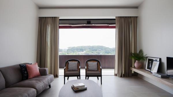 arrives at a bright and airy Living, beyond which is a balcony and great distant views, Image Courtesy © BETON BRUT