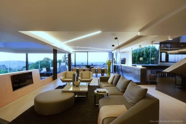 Image Courtesy © Nico van der Meulen Architects