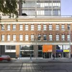 Now with a clearly-marked entryway, 100 Broadview is a visible and accessible space tailored to the types of tenants the client wants to attract, Image Courtesy © Ben Rahn/A-Frame