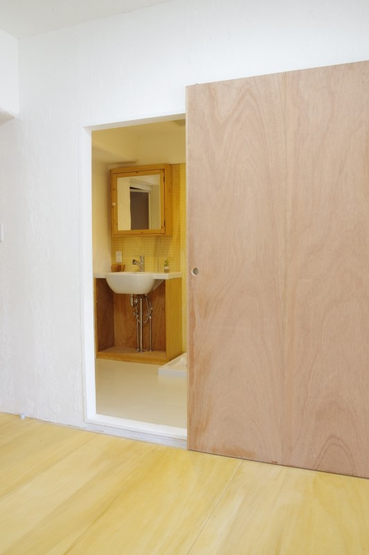 Large door before the wash room.The couple will paint it, Image Courtesy © PEAK STUDIO