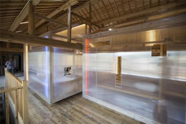 "The second floor interior: a lightweight, translucent, removable "" Houses within a House "" element is placed in space, Image Courtesy © He Wei, Chen Long"