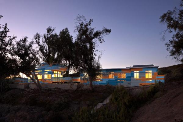 Front Facade at Dusk, Image Courtesy © Jeremy Levine Design