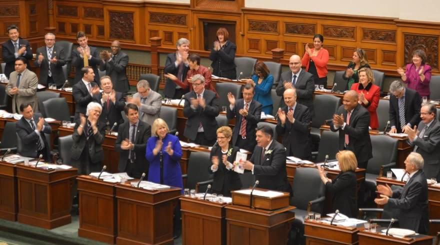 Le grand argentier Charles Sousa a déposé son budget 2016 à l'Assemblée législative de l'Ontario, le 25 février.  Archives, #ONfr