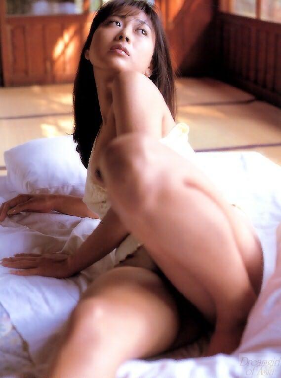 hana showstar model nude