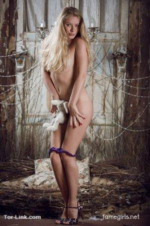 nude model sandra pink boa
