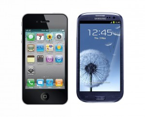 Un iPhone 4 et un Galaxy SIII.