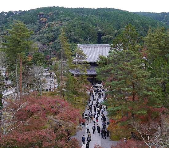 南禅寺山門から本堂