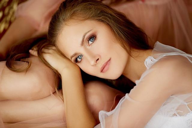 girl-1896105_640