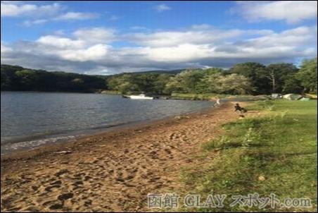 東大沼キャンプ場 JIRO 和山義仁 オススメ お勧め GLAY 写真 画像 テント 森 湖 夏 季節 楽しい 思い出 のんびり 場所 環境 湖畔 犬 家族連れ