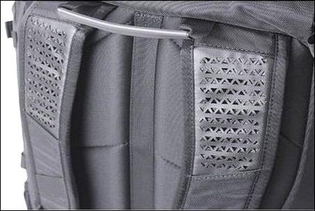 ザノースフェイス リュック リュックサック バックパック デイパック ナップサック ザック プロヒューズボックス BCヒューズボックス シャトルデイパック 夏 季節 暑い 気温 高い 蒸れる 問題 防止 抑止 ベンチレーション 機能性 スペック 表面 素材 擦れ 傷 摩擦 防水性 強度 ポリエステル ナイロン 大丈夫 ベンチレーション 通気性 確保 穴 仕様 有り アリ 効果 少し