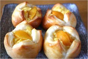 びわの種入りパン