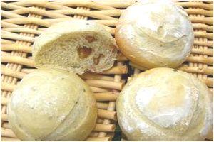 びわジャムヨーグルトパン