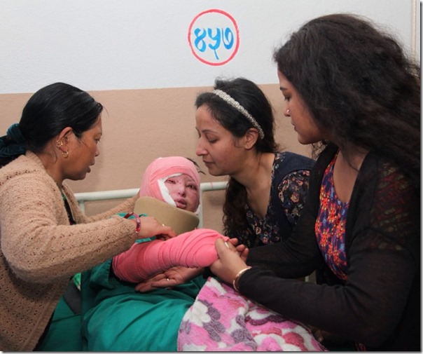 Rekha meets acid attack victims