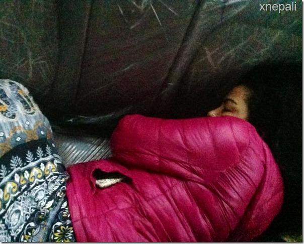 rekha thapa and himgyap lama sleep on street (5)