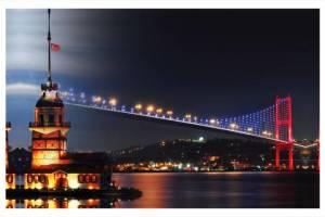 منظر ليلي للبرج مع جسر البوسفور