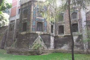 من مباني توب كابيه المطلة على الحديقة