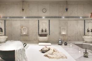 الحمامات في فندق وقصر تشيران اسطنبول
