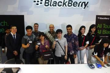 blackberry store first customers