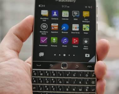 blackberry classic hand